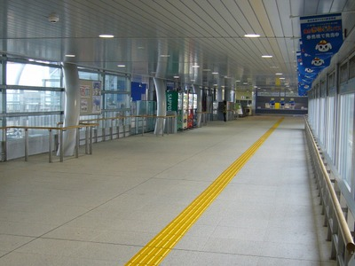 仙台空港駅改札前通路
