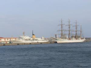 練習帆船「日本丸」と練習汽船「銀河丸」
