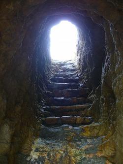 大岩の洞窟