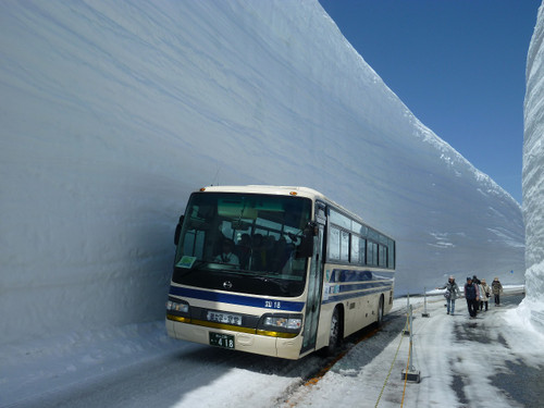 立山・室堂 雪の大谷