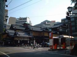 道後温泉本館(正面右側から撮影)