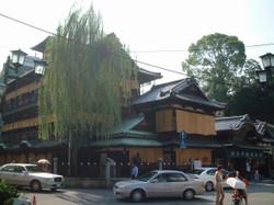 道後温泉本館(正面左側から撮影)