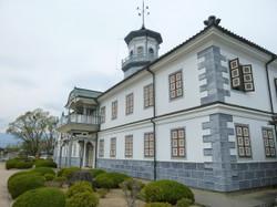 旧開智学校(正面右側から)