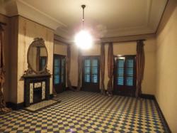 1階北西室暖炉と装飾タイル