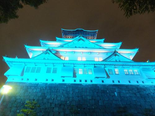 大阪城天守閣のブルーライトアップ