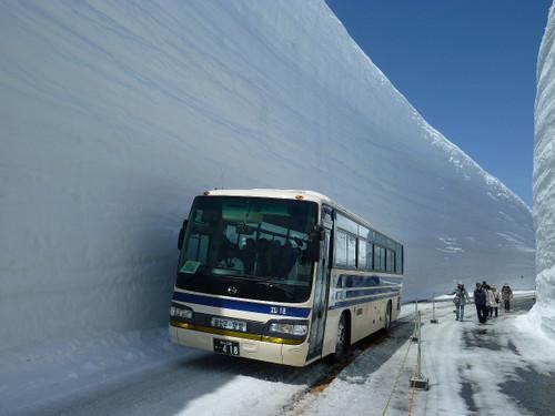 雪壁・雪の大谷