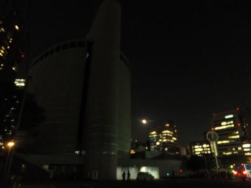 大阪市立科学館横の駐車場から見た写真