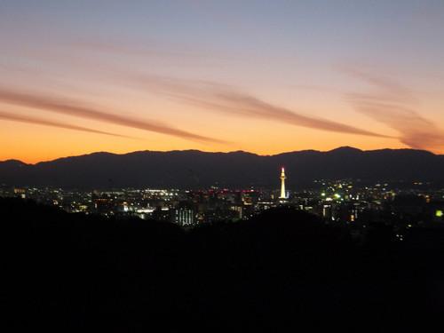 京都タワーと夕焼け