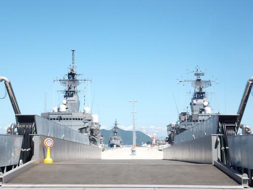艦艇の留まる桟橋