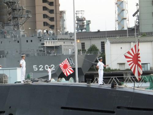 呉基地の艦船自衛艦旗降納