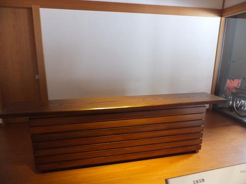 樹齢700年の欅(けやき)一枚板